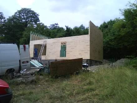 construire sa maison son chalet la dalle en bois et l 39 ossature en bois. Black Bedroom Furniture Sets. Home Design Ideas
